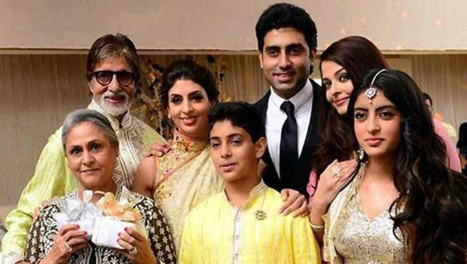 Amitabh Bachchan with Abhishek. Jaya, Aishwarya Shweta and Navya. (HT Photo)