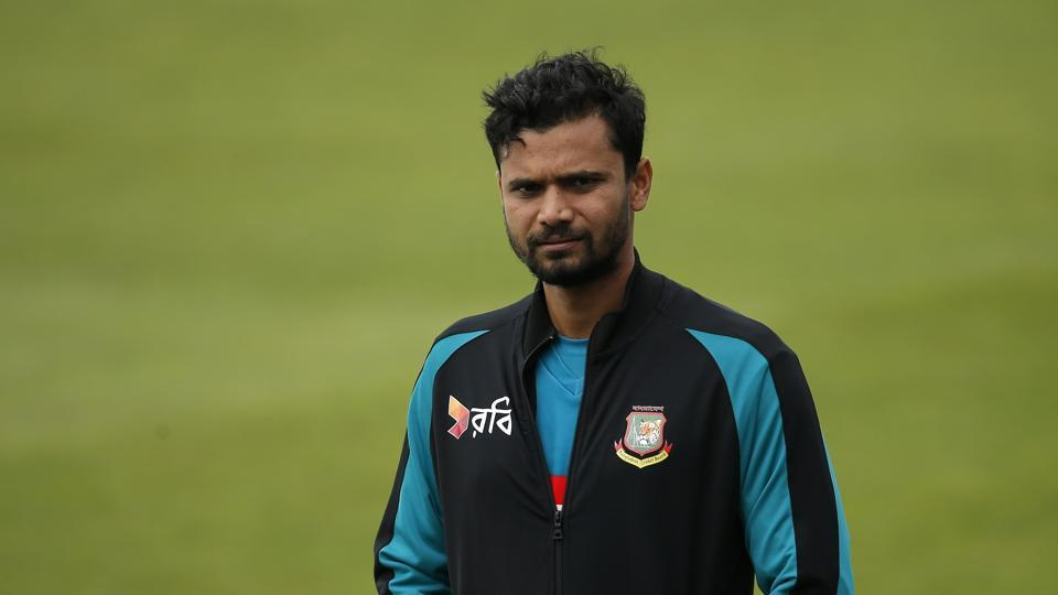 Bangladesh skipper Mashrafe Mortaza wants his side to play their semi-final without pressure and with a free mind.