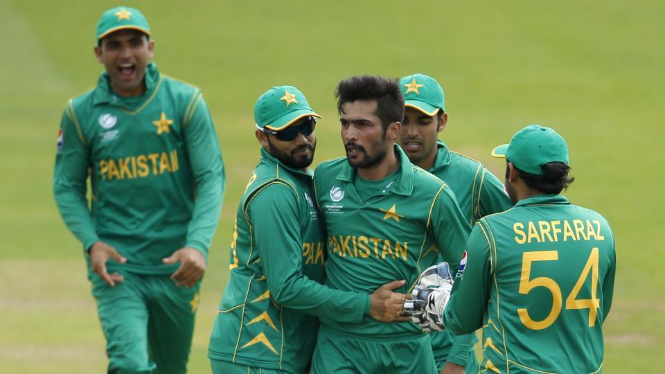 Pakistan's Mohammad Amir celebrates the wicket of Sri Lanka's Angelo Mathews with teammates. (REUTERS)