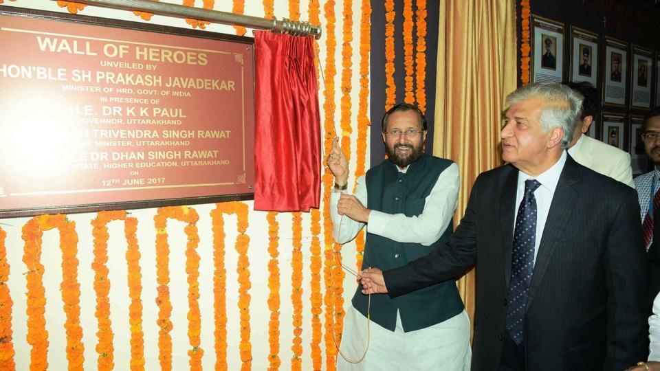 Union HRD minister Prakash Javadekar  (left) inaugurates Wall of Heroes during the convocation of UPES on Monday.