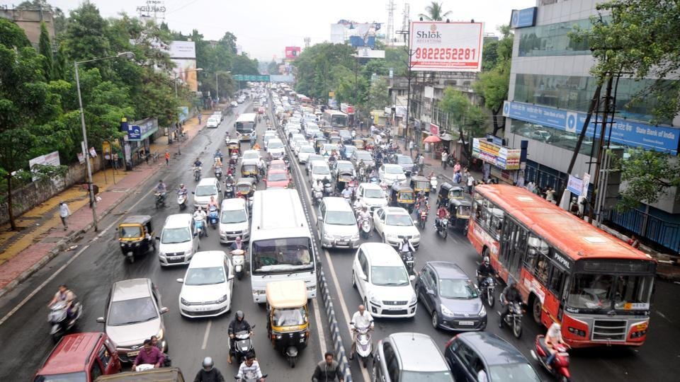 Rains and subsequent traffic jam at Nal Stop forced Pune traffic department to drop one-way traffic plan.