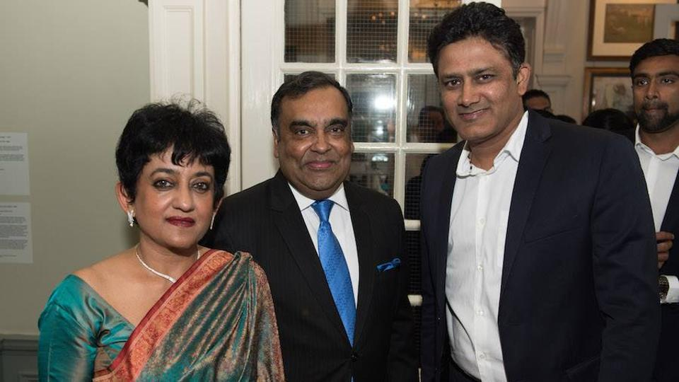 Anil Kumble (R) poses for a picture with YK Sinha (C) and wife Girija. (Facebook/indian cricket team)