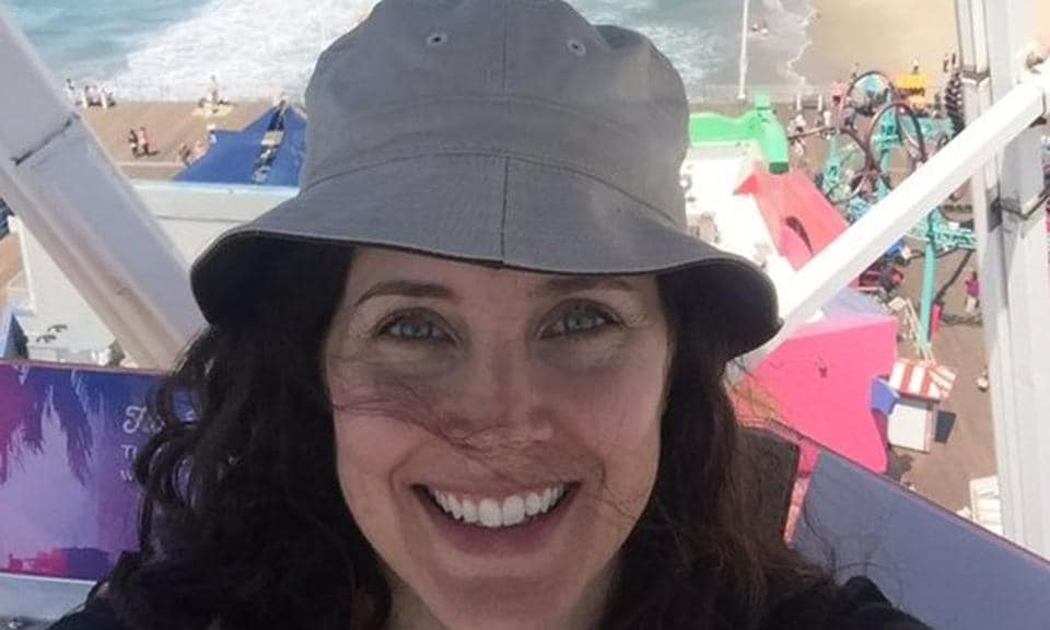 Rachel Shelley says she was overwhelmed to see the concept of spot boys while shooting for Lagaan, as things work differently in Hollywood.