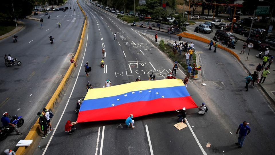 A group of Venezuelan university students is walking across the country in protest against the government. (Ivan Alvarado / REUTERS)