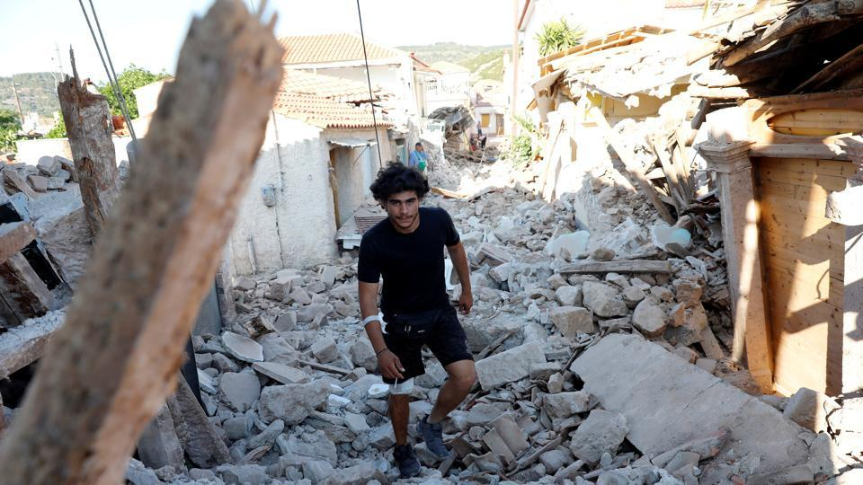 Turkey and Greece have experienced dozens of earthquakes in recent decades. (Giorgos Moutafis / REUTERS)