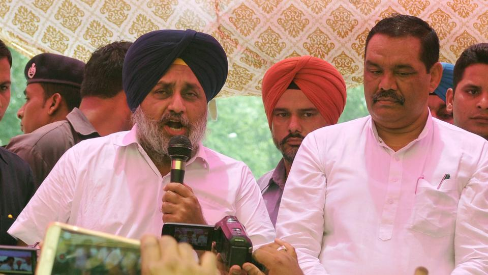 With Punjab BJP chief Vijay Sampla by his side, SAD president Sukhbir Singh Badal addressing protesters outside the deputy commissioner's office in Ludhiana on Monday.