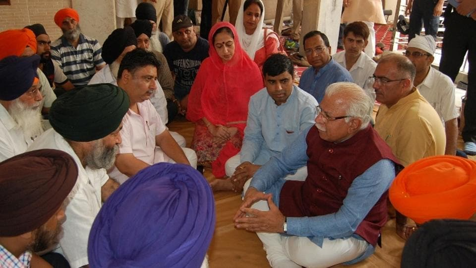 Haryana chief minister Manohar Lal offering condolences to bereaved families at Gurdwara Pehli Pashahi in Panipat.