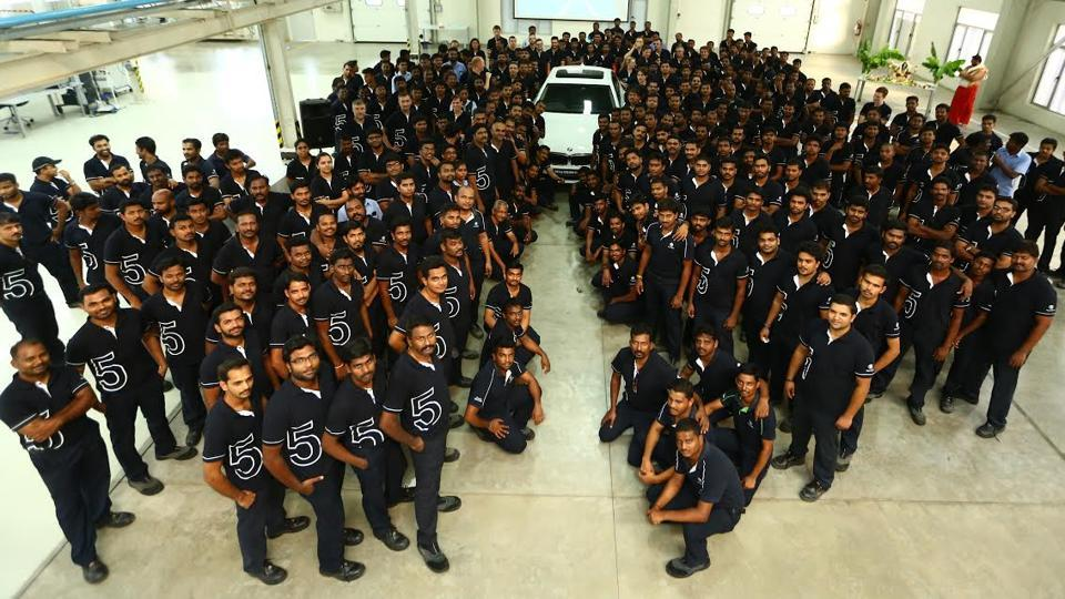 The Chennai Plant staff with the first BMW5 Series produced at the BMWplant.