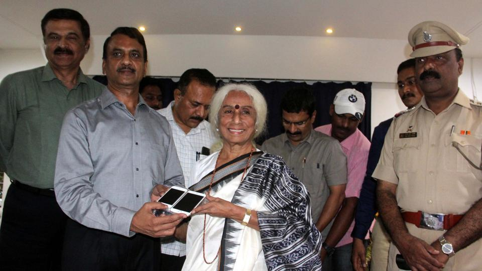 Officials return the items retrieved from the arrested youth to classical singer Prabha Atre on Tuesday.