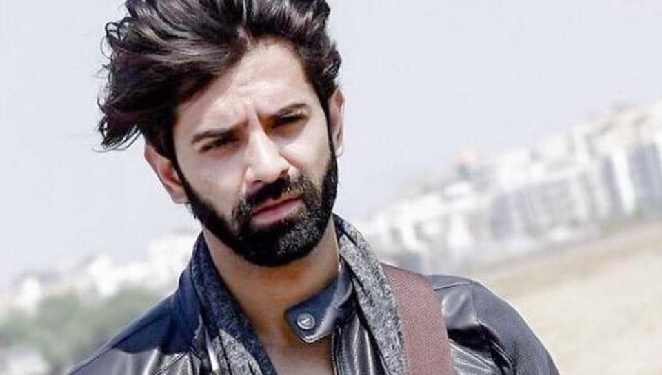 Barun's wife Pashmeen digs his new beard.