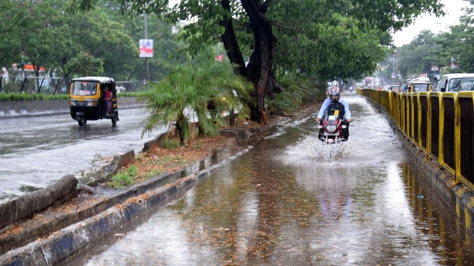 Traffic on many of roads came to a compete standstill as they were facing the brunt of waterlogging.