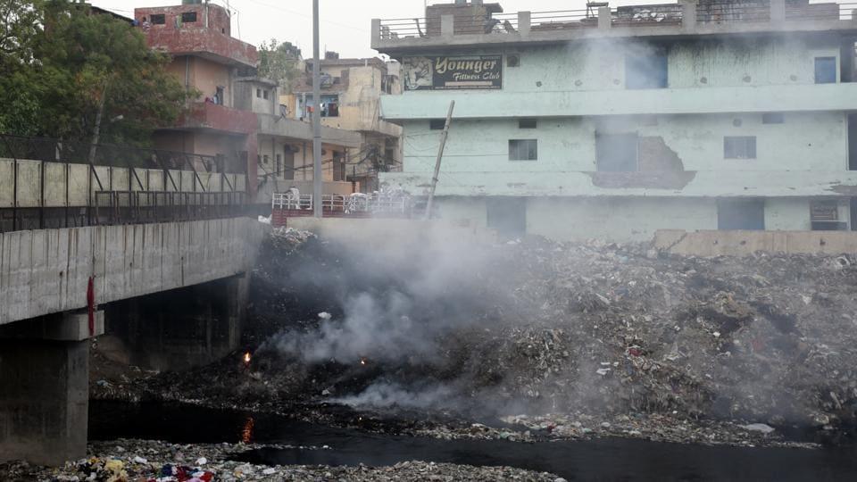 A pile of garbage burns at Vishwas Nagar, near Swarn Cinema in East Delhi. The National Green Tribunal had banned open burning of waste last year.