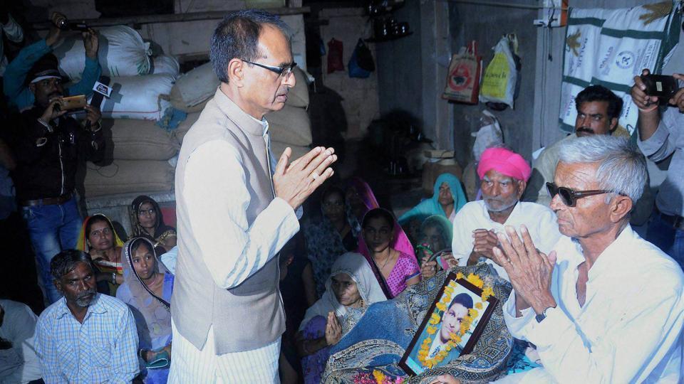Mandsaur: Madhya Pradesh Chief Minister Shivraj Singh Chouhan meeting the farmer's family, killed in police firing, at Pipliya Mandi, Madhya Pradesh on Wednesday.