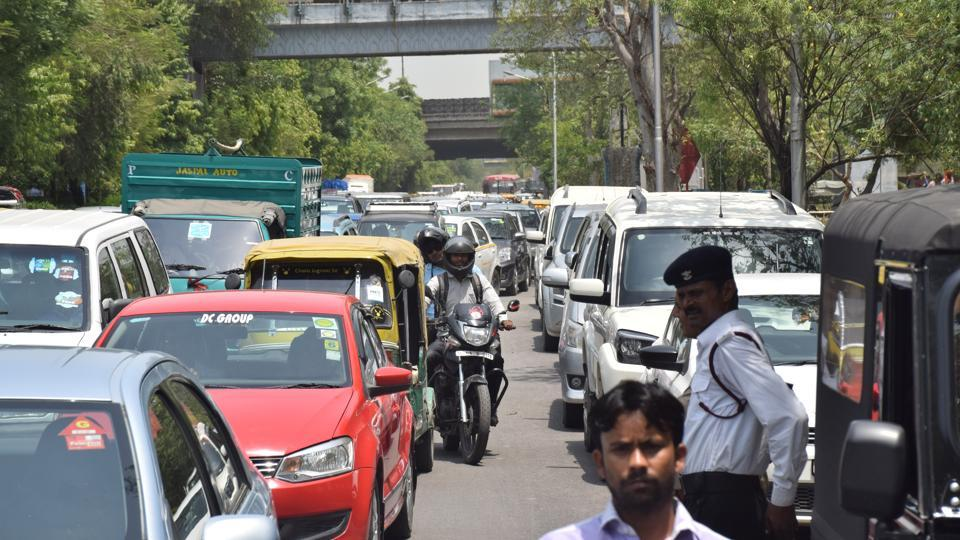 The traffic jam on the Noida link road near Sector 15A and Film City on Thursday afternoon.