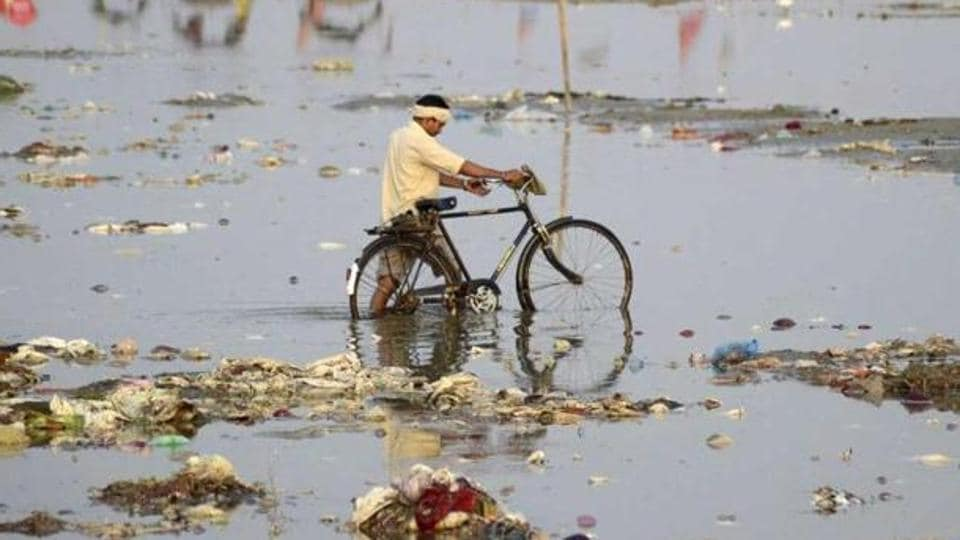CPCB started issuing closure notices to industries situated near the banks of the Ganga in Kanpur.