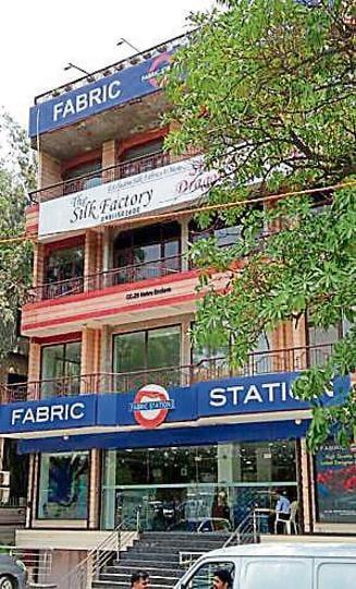 Delhi robbery,Elderly robbed,Delhi crime