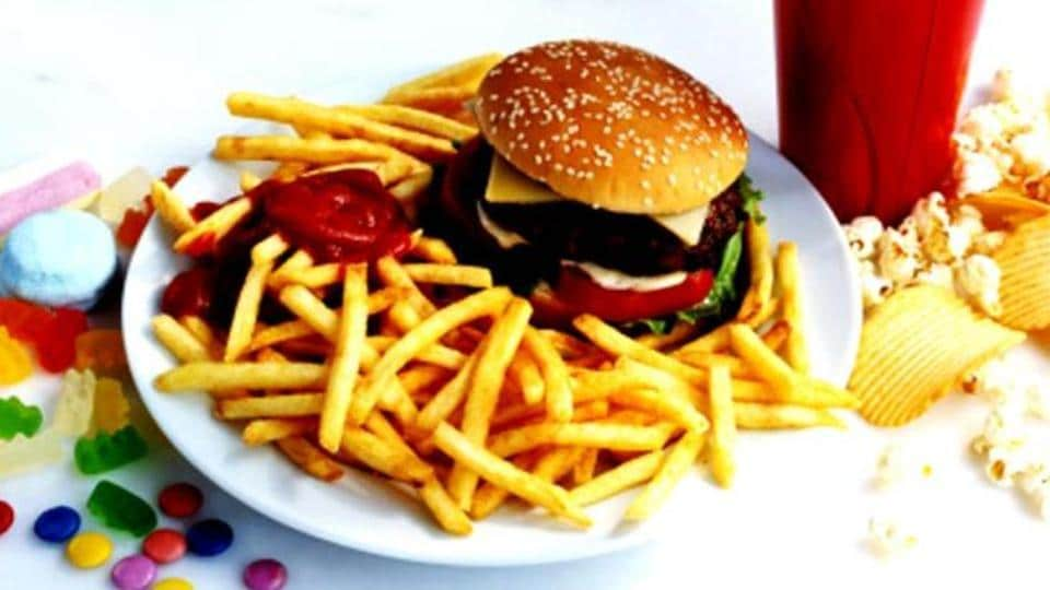 Eating excess fries doubles the chance of suffering death by heart attack due to a circulatory system overloaded.