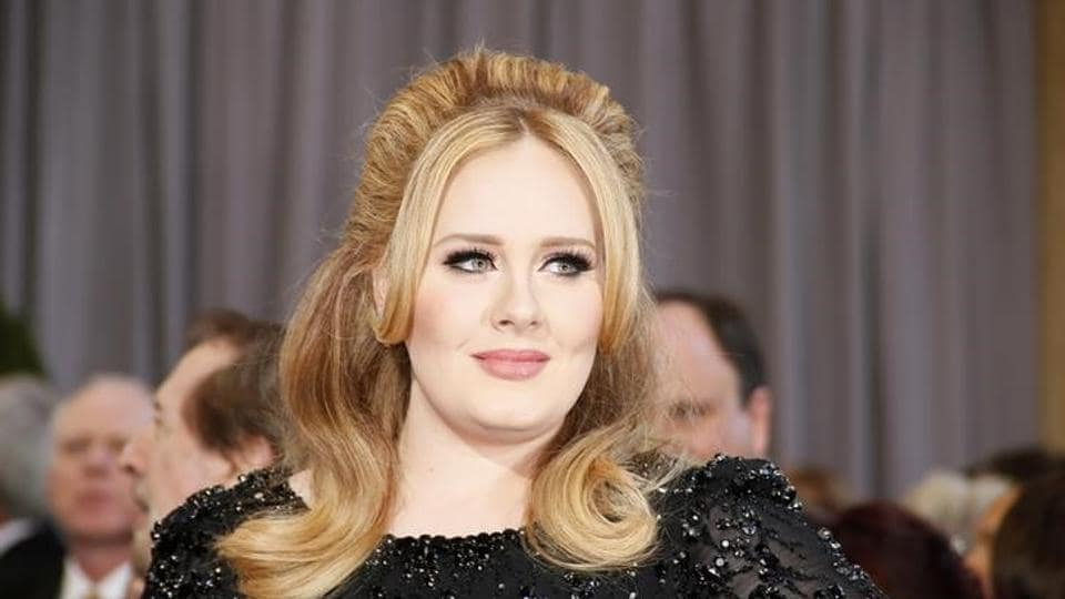 Adele was seen asking people if they needed help.