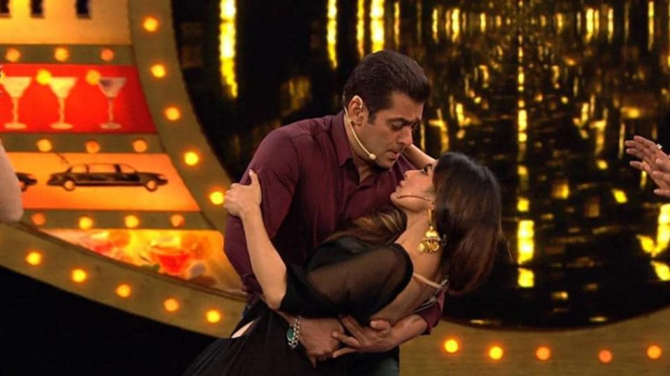 Salman Khan and Mouni Roy had an interesting moment on the sets of Bigg Boss 10 when the TV actor visited the show as a guest.