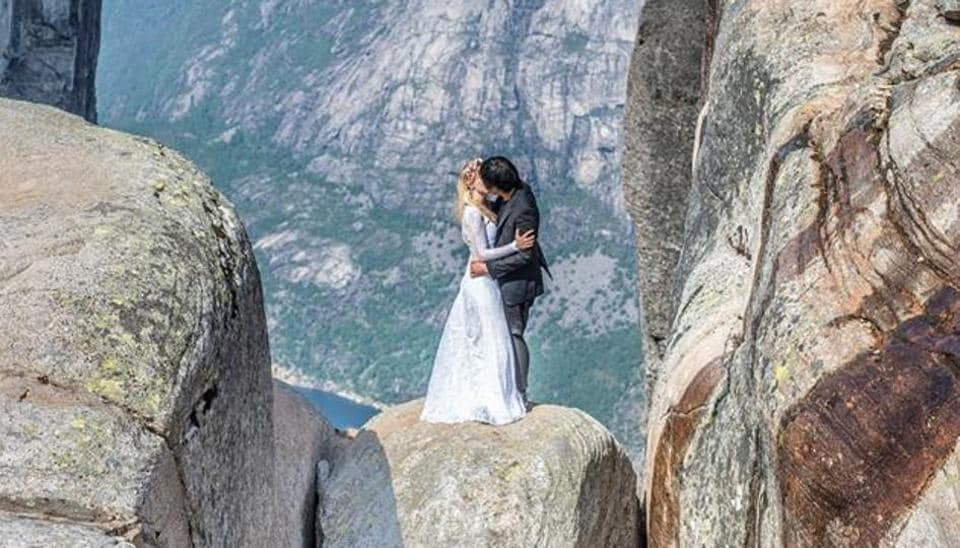 The couple can be seen kissing in their wedding outfits on the Norway Rock  (Keow Wee Loong\Facebook)