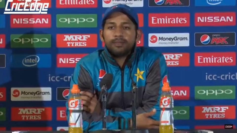 Indian and Pakistani cricket fans supported cricketer Sarfraz Ahmed when he was mocked for his poor English.