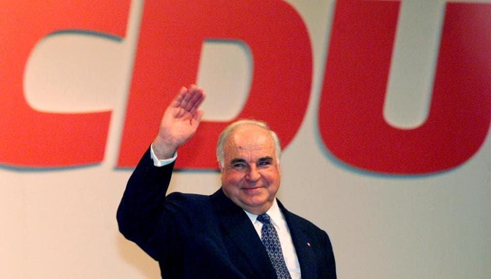 FILE PHOTO - German Chancellor and chairman of the Christian Democrats (CDU) Helmut Kohl waves to supporters after his conservative party's official opening of the election campaign in Dortmund's sports arena, Westfalenhalle, August 23, 1998.