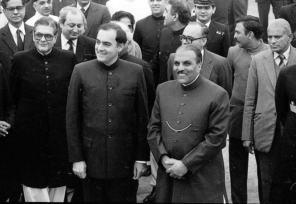 PM Rajiv Gandhi and General Zia ul Haq at Palam on 17 December, 1985 -