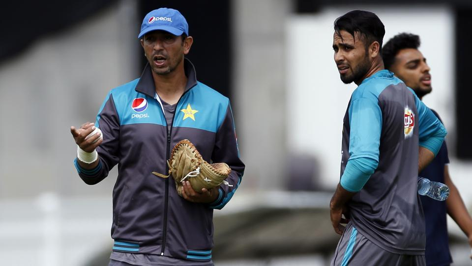 Pakistan's bowling coach Azhar Mahmood (L) would hope his team performs well against the defending champions at The Oval.  (REUTERS)
