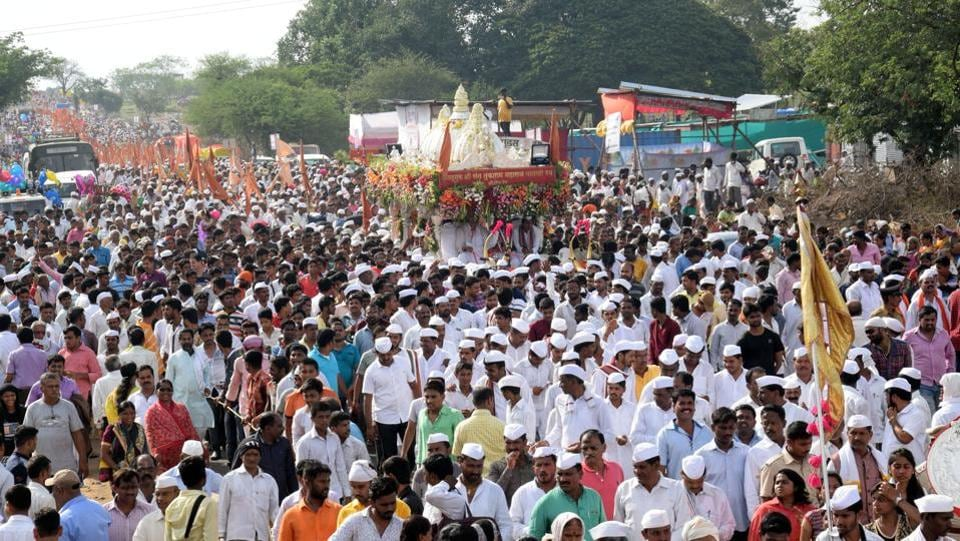 Pilgrims take part in a procession of Saint Tukaram in Pune on Sunday. (HTPHOTO)