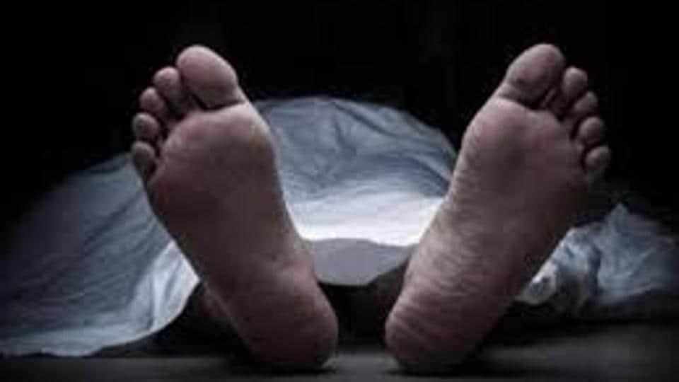 The police said the two men were Altamas Mohamed Shaikh, 20, and his friend Sohail Kadar Pathan, 16, both residents of Kurla .