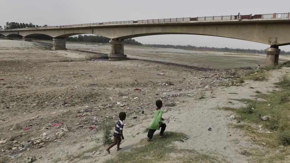 The Supreme Court recently forwarded the Yamuna revival case to the National Green Tribunal. Massive barrages and hydropower plants inhibiting the flow of river water, encroachments in the flood plains, loss of vegetation, pollution from agriculture and industry are primary reasons for the shrinking of the Yamuna. The only solution provided so far has been building sewage treatment plants, rather than restoring the flow of water in the river. The Mallahs living in Uttar Pradesh and Haryana are a community whose life and livelihood revolves around the ebb and flow of the river. (Burhaan Kinu/HT PHOTO)