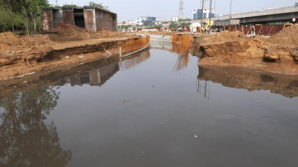 The National Highways Authority of India will install heavy-duty pumps to remove rain and sewer water from the Rajiv Chowk underpass under construction in Gurgaon.