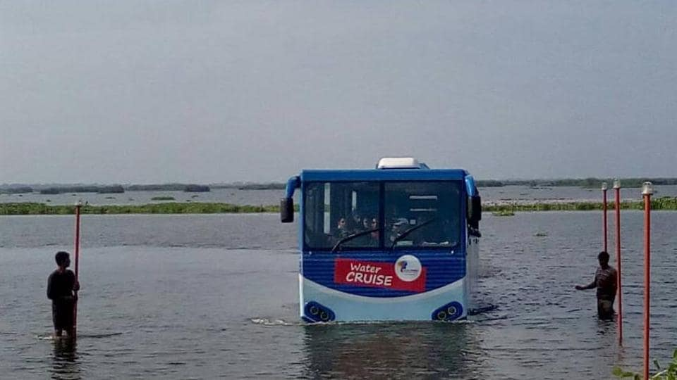 The amphibious bus in the Harike lake.