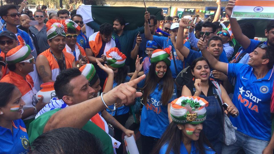 Indian cricket team fans pictured outside The Oval stadium ahead of the ICC Champions Trophy 2017 final between India and Pakistan. (HT Photo)