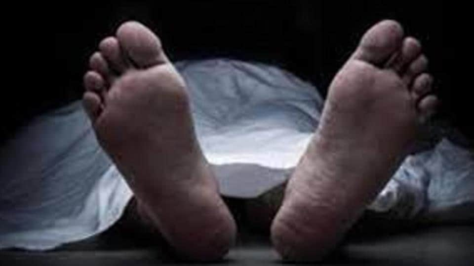 According to the police, Nitin Ambawle, 27, was driving his auto towards Kharghar from Belapur side