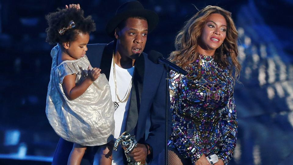 Jay-Z presents the Video Vanguard Award to his wife Beyonce as he holds their daughter Blue Ivy during the 2014 MTV Video Music Awards in Inglewood, California August, 2014.