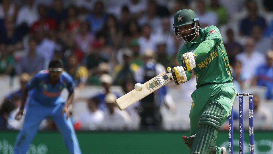 Mohammad Hafeez slammed a magnificent cameo of 57* from 37 balls as Pakistan reached 338/4, the second-highest tournament in Champions Trophy history. (AP)