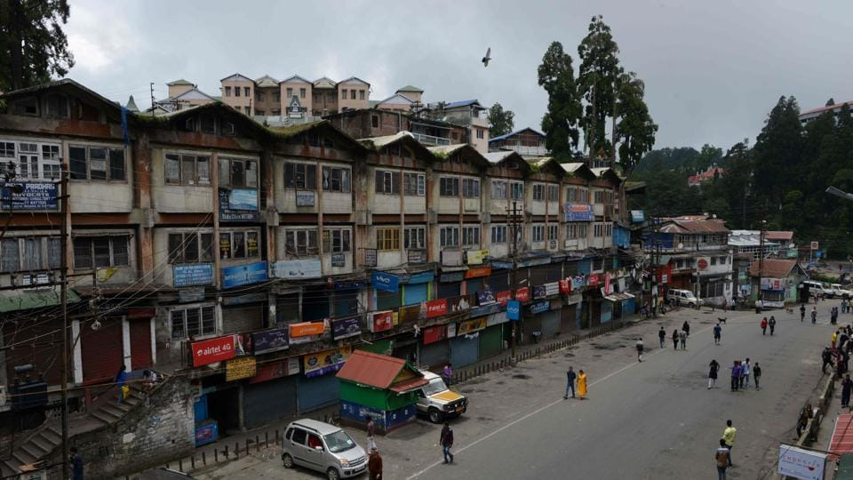 Hundreds of Indian troops and riot police patrolled the streets after the Gorkha Janmukti Morcha (GJM) party called a general strike as they pushed for separate Gorkhaland in the hill region.