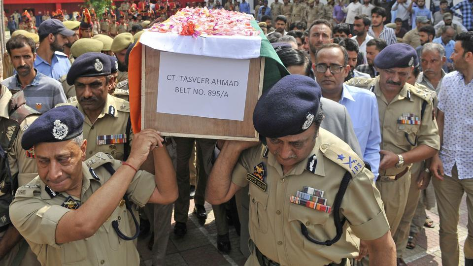 Senior police officers carry a coffin containing the body of a slain policeman Tasveer Ahamad during the wreath-laying ceremony at the police headquarters of Srinagar, June 17, 2017. Six policemen were killed attacks by militants in south Kashmir on June 16.