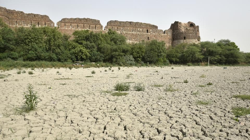 The lake near the Purana Qila in Delhi has dried up. The lake was a boating-cum-picnic hotspot. It is among hundreds of water bodies in Delhi which have died due to negligence, dumping of waste, and encroachments.