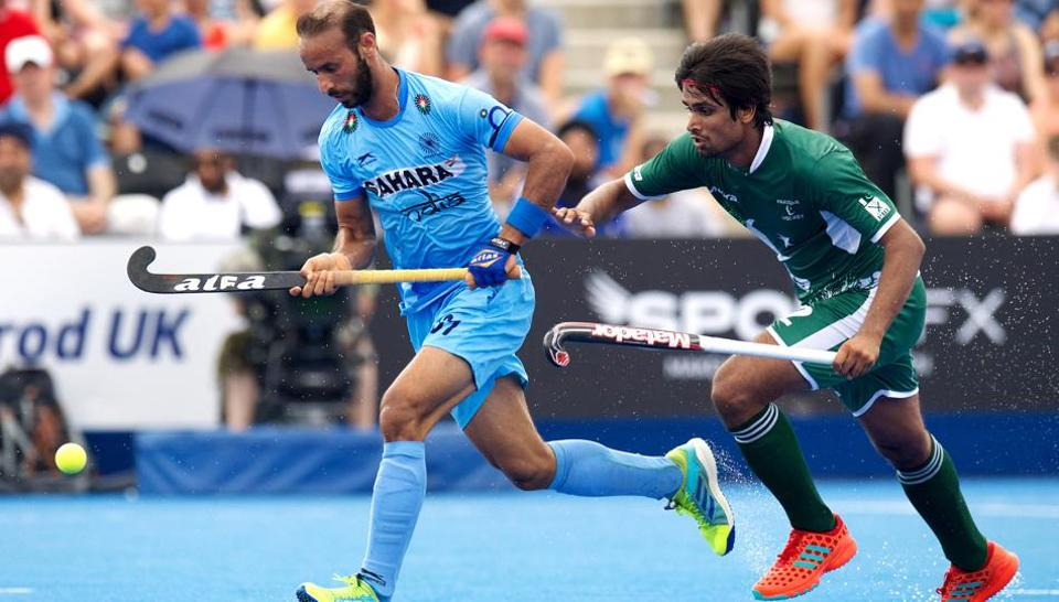 Ramandeep Singh (left) wearing a black arm band on his left sleeve during India vs Pakistan Hockey World League semi-finals match.
