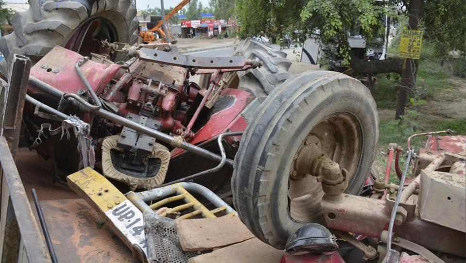 The mangled remains of the tractor trolley that hit a speeding bus on NH-58 in Ghaziabad early Monday.