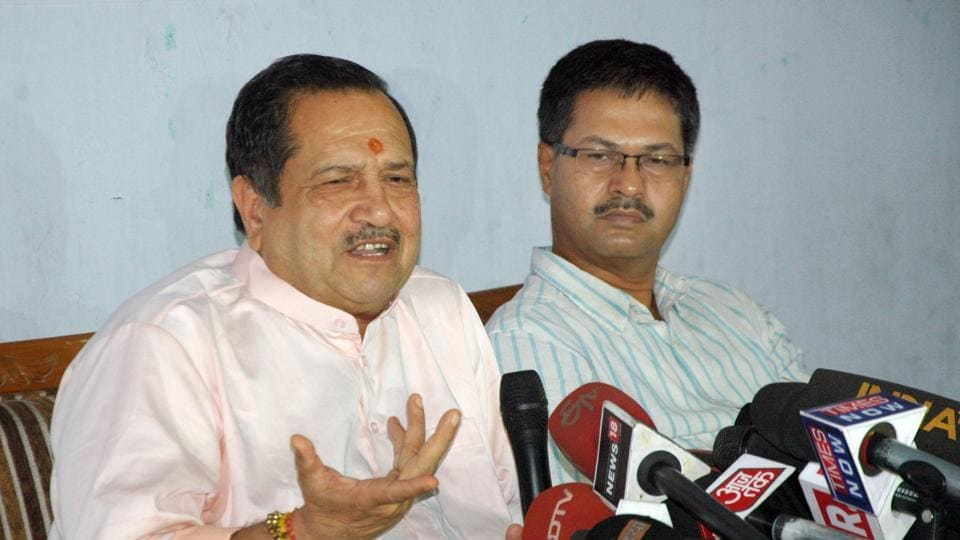 File photograph of senior RSSleader Indresh Kumar (left) who has advised Muslim clerics to pull up those who wave Pakistani flags in India.