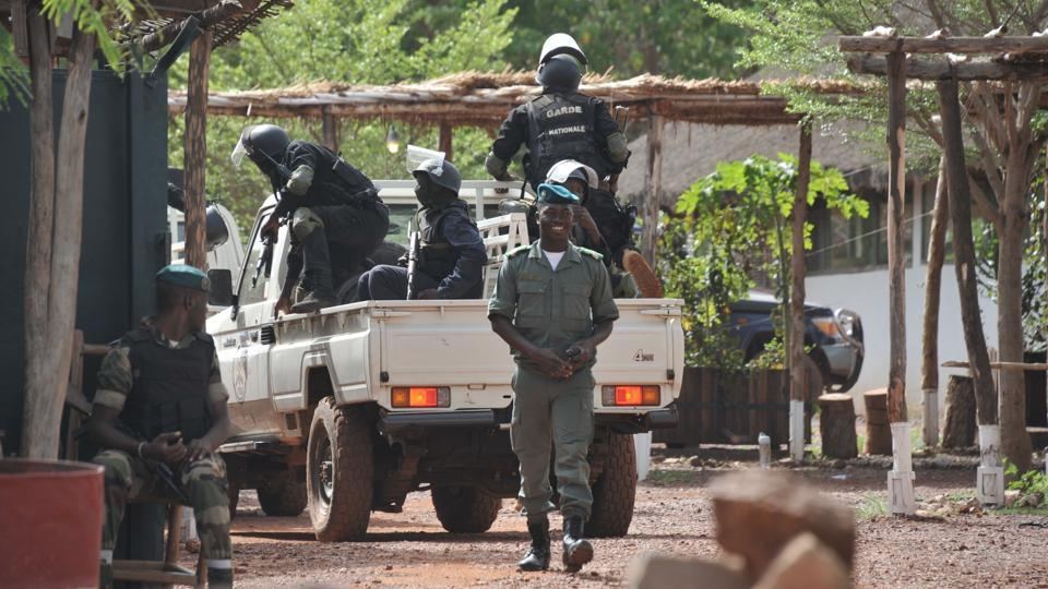 Malian forces stand near the entrance of the Kangaba tourist resort on the edge of Bamako on June 19, 2017, a day after suspected jihadists stormed the resort, briefly seizing more than 30 hostages and leaving at least two people dead.
