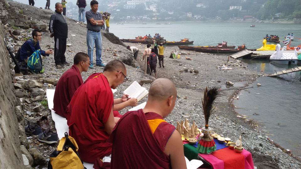 Uttarakhand News,Naini Lake,Buddhist monks