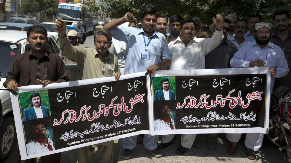 Pakistani journalists protest holding banners reading