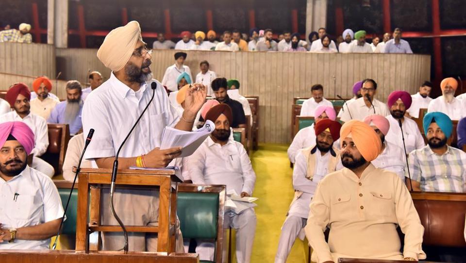Punjab government,Punjab chief minister Capatain Amarinder Singh,Punjab finance minister Manpreet Badal