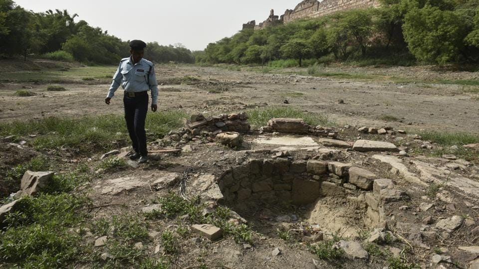 Officials of the Archaeological Survey of India (ASI) claimed that they were aware about the existence of a well in the Purana Qila Lake but it had been almost forgotten, as it had been under water for several decades.