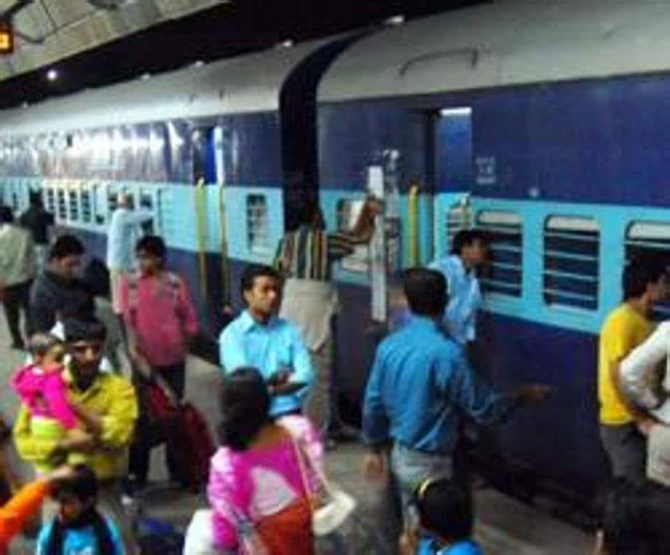 Yesvantpur-Howrah Superfast Express,Vellore,Tamil Nadu