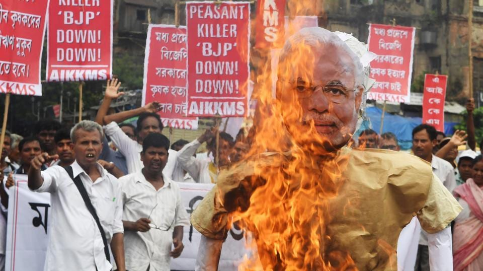 Farmers and social activists burn an effigy of Prime Minister Narendra Modi during a protest against the government and over the deaths of farmers in the state of Madhya Pradesh in Kolkata on June 19, 2017.